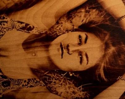 портрет на дереве на заказ в Тюмени